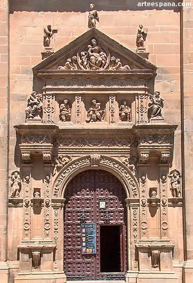 Puerta lateral sur de la iglesia de El Salvador de Úbeda