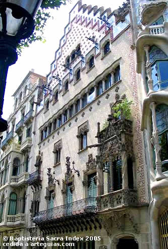 fachada modernista de la casa amatller de josep puig i cadafalch