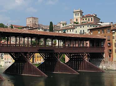 Ponte Vecchio de Bassano del Grappa, basado en los planos de Palladio