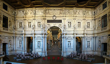 'Interior del Teatro Olímpico de Vicenza, obra póstuma de Andrea Palladio' from the web at 'http://www.arteespana.com/imagenes/palladio-teatro.jpg'