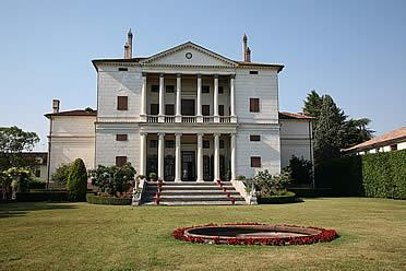 'Fachada posterior de Villa Cornaro, cerca de Padua' from the web at 'http://www.arteespana.com/imagenes/palladio-villacornaro.jpg'