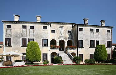 'Villa Godi, una de las primeras villas suburbanas proyectadas por Andrea Palladio' from the web at 'http://www.arteespana.com/imagenes/palladio-villagodi.jpg'